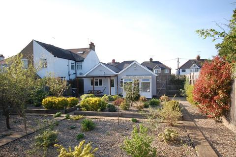 3 bedroom detached bungalow for sale - Railway Avenue, Whitstable