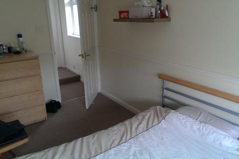 1 bedroom property with land to rent - Bourne Vale