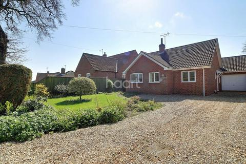 3 bedroom bungalow for sale - Claypit Road, Foulsham