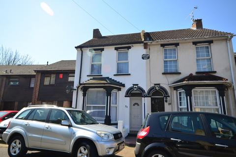 2 bedroom end of terrace house to rent - Constitution Road Chatham ME5