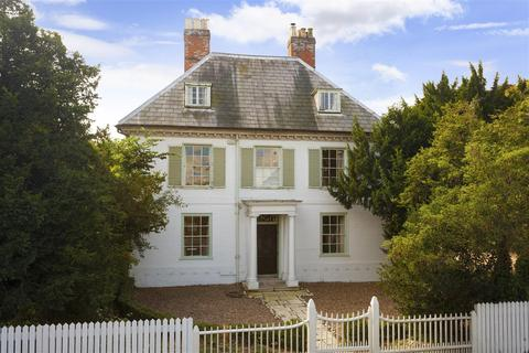 8 bedroom detached house for sale - Chapel House, 1 London Road, Faversham
