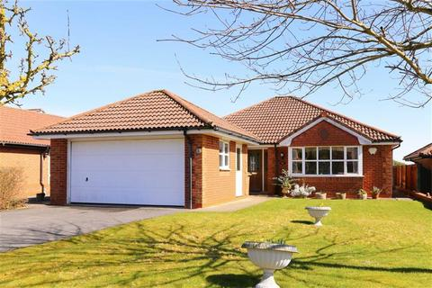 3 bedroom bungalow for sale - High Fawr Avenue, Oswestry, SY11