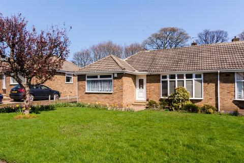 3 bedroom bungalow for sale - Woodhall Close, Stanningley, Pudsey