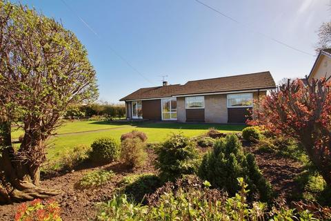 3 bedroom bungalow for sale - Carr Moss Lane, Ormskirk