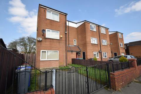 4 bedroom end of terrace house for sale - Langport Avenue, Manchester, M12