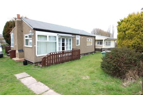2 bedroom detached bungalow for sale - Humberston Fitties, Humberston, Grimsby