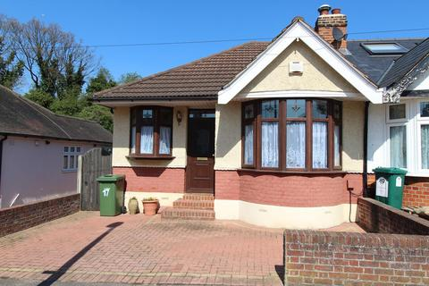 3 bedroom semi-detached bungalow for sale - Hill Rise, Upminster, Essex, RM14