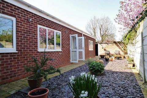 2 bedroom flat for sale - Gisburn Road, Hessle