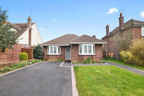 2 bedroom bungalow for sale - Sunningdale Road, Chelmsford, Essex, CM1