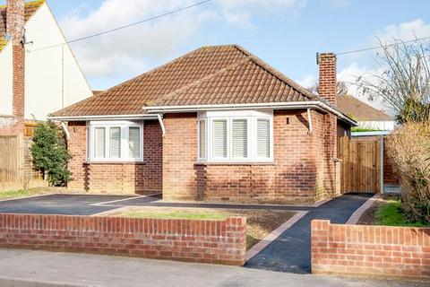 2 bedroom bungalow for sale - Sunningdale Road, Chelmsford, Essex, CM1 2NH