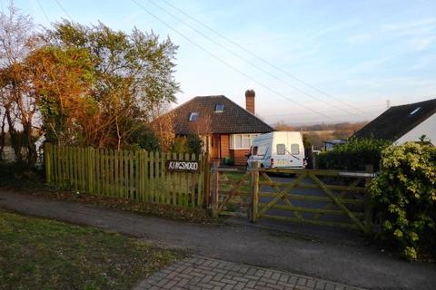 2 bedroom semi-detached bungalow for sale - Green Lane, Chessington KT9