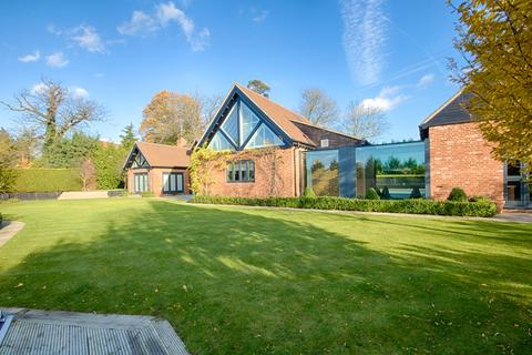 5 bedroom detached house for sale - The Stables, Houblons Hill