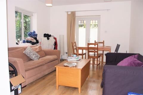 3 bedroom flat to rent - Stockwell Road, London