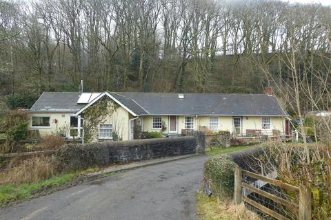 3 bedroom property with land for sale - Dihewyd, Lampeter