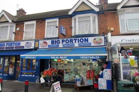 Shop to rent - Beehive Lane, Ilford, IG1