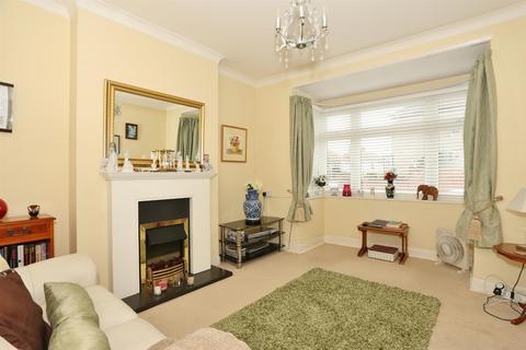 2 bedroom semi-detached bungalow for sale - Courtleet Drive, Erith