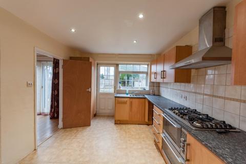3 bedroom semi-detached house to rent - Chelmer Crescent, Barking, IG11