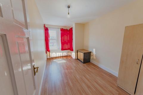 3 bedroom flat for sale - Halley Road, Manor Park, E12