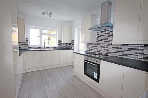 4 bedroom semi-detached bungalow to rent - Braeside Avenue, Patcham, Brighton