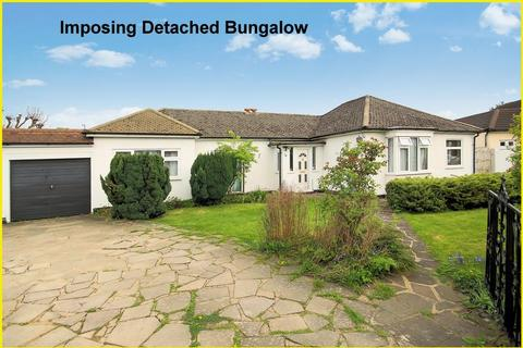4 bedroom detached bungalow for sale - The Glade, Shirley