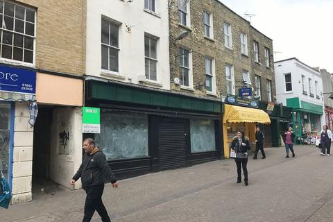 Retail property (high street) to rent - RETAIL PREMISES TO LET HEART OF THE TOWN