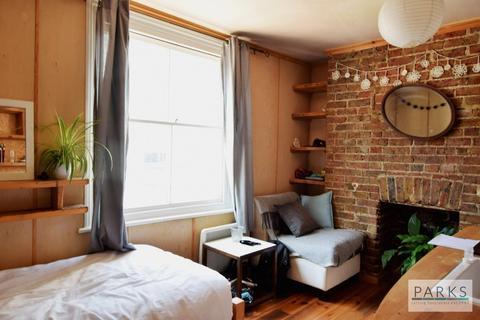 Studio to rent - Middle Street, Brighton, BN1