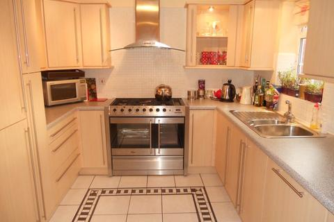 3 bedroom end of terrace house to rent - Doe Close, Colchester Avenue, Cardiff