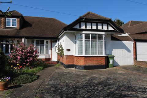 2 bedroom semi-detached bungalow for sale - Hall Park Road, Upminster, Essex, RM14