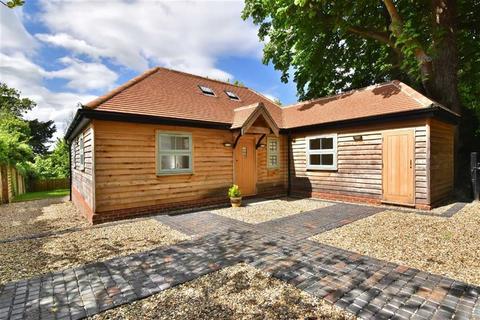 2 bedroom detached bungalow for sale - Church Road, Keston, Kent