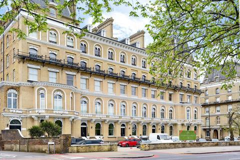 2 bedroom flat for sale - Clapham Common North Side, Clapham