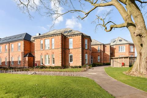 2 bedroom flat for sale - Longley Road, Chichester, PO19