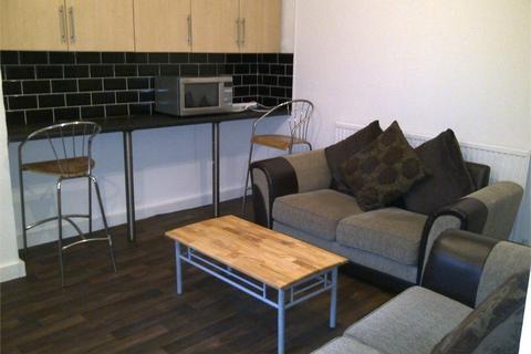 3 bedroom terraced house to rent - Hyde Park Road, Hyde Park, LEEDS