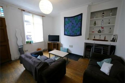 2 bedroom terraced house to rent - Harold Place, Hyde Park, LEEDS