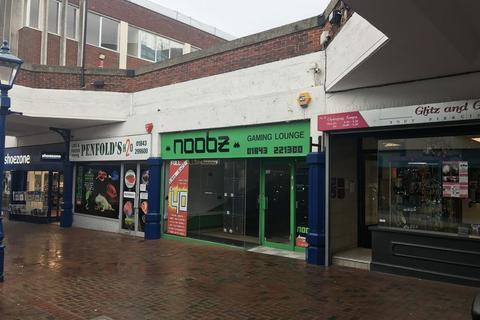 Retail property (high street) to rent - PROMINENT RETAIL SHOP UNIT CLOSE TO PEACOCKS AND BOOTS