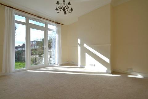3 bedroom property to rent - Widmore Road, Bromley
