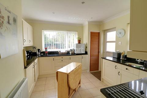 2 bedroom bungalow for sale - Hillcrest Road, Wyesham, Monmouth