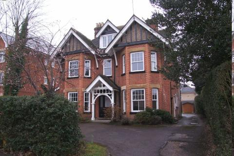2 bedroom flat to rent - WOKING