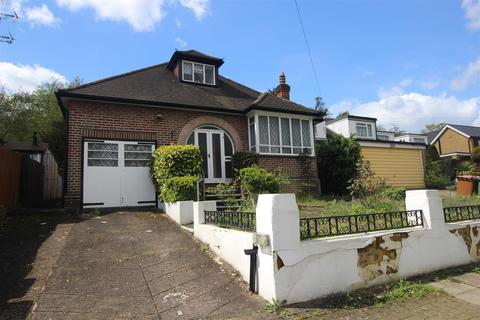 3 bedroom detached bungalow for sale - Whitchurch Gardens, Edgware