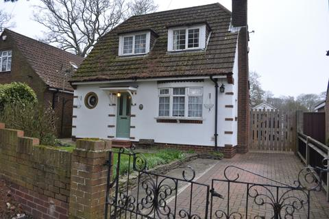 2 bedroom bungalow to rent - Selborne Avenue, Southampton, SO18