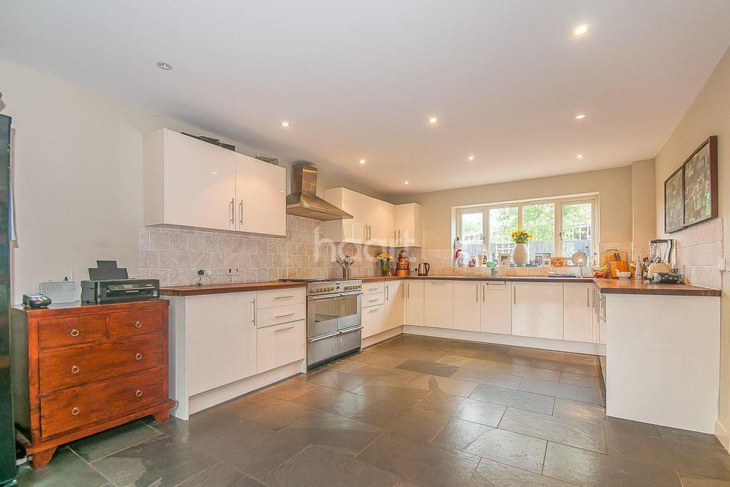 4 Bedrooms Detached House for sale in Barn