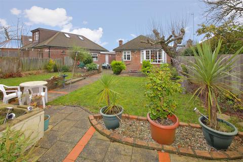 2 bedroom detached bungalow for sale - Lindal Crescent, Enfield