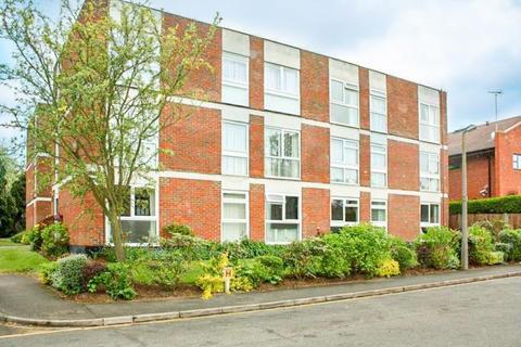 2 bedroom flat to rent - Fosse Way, West Byfleet, KT14 6BG