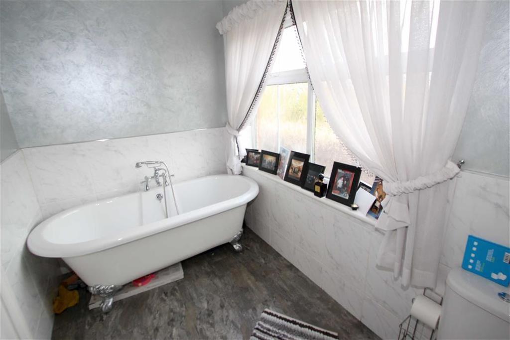 En suite bathroom / wc