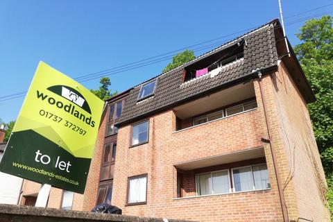 2 bedroom flat to rent - Garlands Road, Redhill