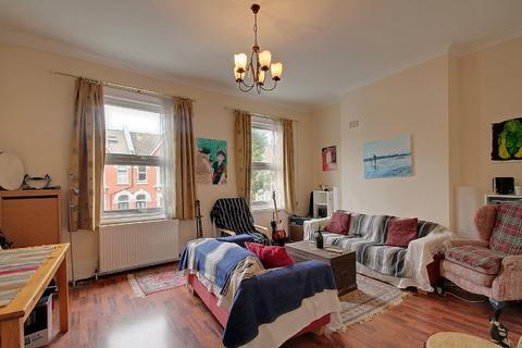 4 bedroom apartment to rent - Shaftesbury Road, N19