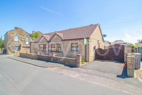 2 bedroom semi-detached bungalow for sale - Crown Street, Wyke, Bradford