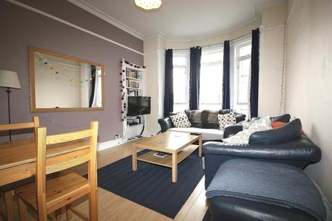 3 bedroom flat to rent - St Peters Buildings, Edinburgh