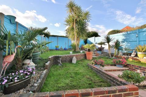 2 bedroom detached bungalow for sale - Downsway