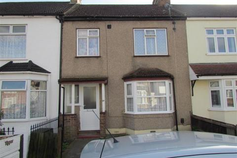 3 bedroom terraced house for sale - Essex Road, Romford