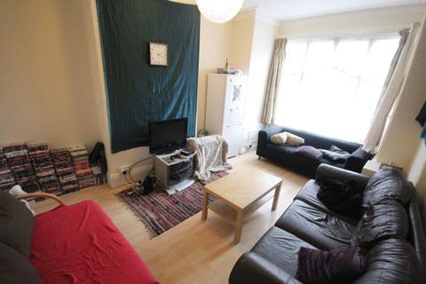 6 bedroom house to rent - St Michaels Crescent, Headingley, Leeds